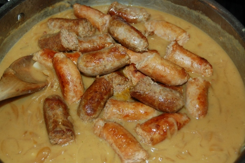 add sausages to cooked gravy
